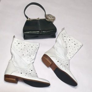 Joan and David white boots. Sz 7